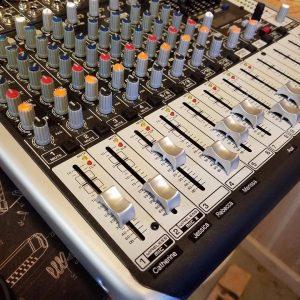 Behringer Mixer Xenyx QX1222USB
